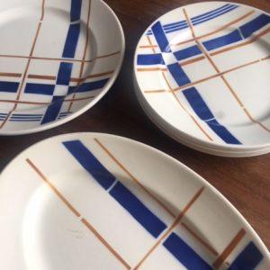 Assiettes plates  -  La faience - porcelaine - céramique