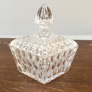Bonbonnière / Sucrier en cristal  -  La décoration