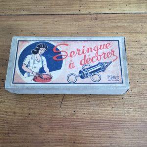 Ancienne seringue à décorer en pâtisserie  -  La maison
