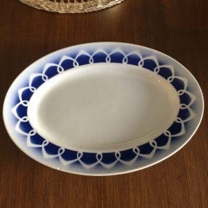 Ancien plat ovale en céramique  -  La décoration