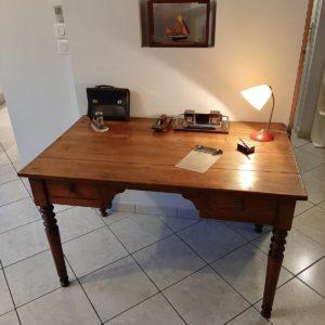 Ancien grand bureau en bois  -  La maison
