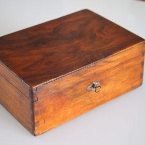 Boîte / Coffre en Acajou  -  Le bois