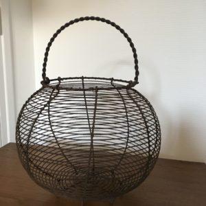 Ancien panier à oeufs  -  La décoration