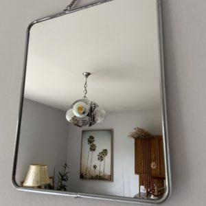 Miroir de barbier  -  La décoration