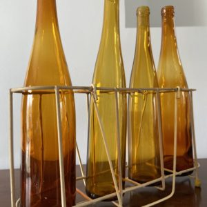 Porte bouteilles et bouteilles vintage  -  La décoration