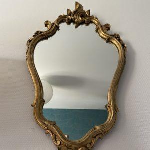 Grand miroir en bois doré  -  La décoration