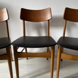 Chaise style scandinave en bois  -  La maison
