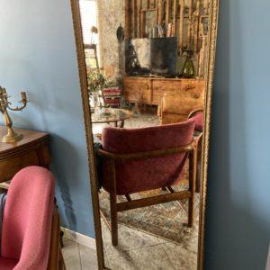 Grand miroir ancien en bois doré  -  La décoration