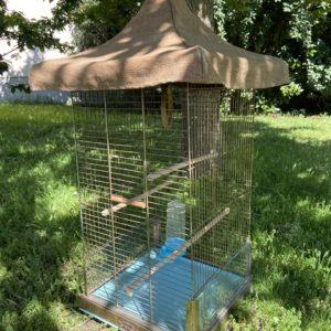 Ancienne cage à oiseaux  -  Le métal