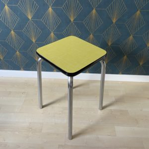 Tabouret Formica jaune  -  La maison