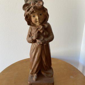 Statuette jeune fille en plâtre polychrome  -  La décoration